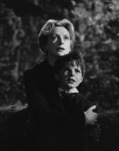 Deborah Kerr et Martin Stephens dans Les Innocents de Jack Clayton
